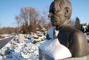 Popiersie Witolda Gombrowica w kieleckim parku