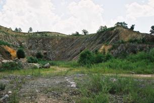 Nieczynny kamieniołom dolomitów Skały