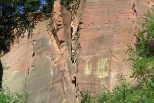 Odslonięcie piaskowców triasowych w kamieniołomie Wykień k. Miedzianej Góry