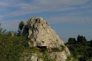 Skałka Geologów w rezerwacie Kadzielnia w Kielcach