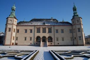 Dawny Pałac Biskupów Krakowskich zimą