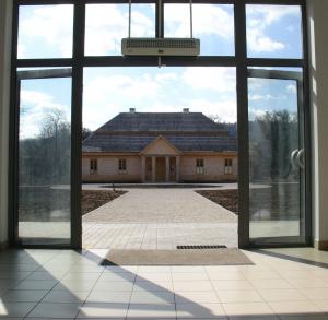 Centrum Edukacyjne SZKLANY DOM w Ciekotach